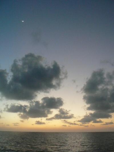 Здесь и Луна еще видна.