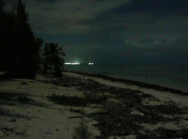 Здесь електричество есть только в центре деревни-на около 10 километра. Все другое делано ночное время на лунный свет.