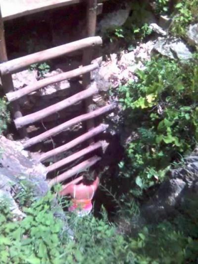 Так выглядит вход в сенот-один из самых узких.