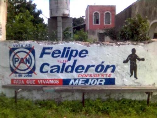 И предвыборная агитация недалеко от сеноты есть-этот силует-следующий мексиканский президент-уже выбрали.