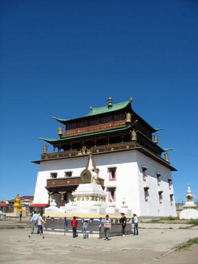 Храм Мэгжид Жанрайсэг-сум, где находится гигантская статуя Будды
