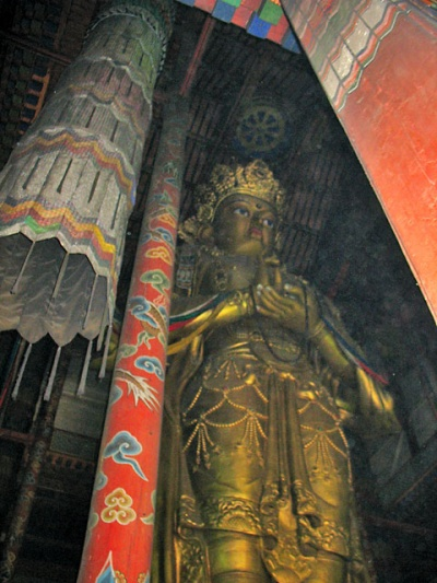 """Гигантская статуя Будды, """"Того, чей взор обращен во все стороны"""""""