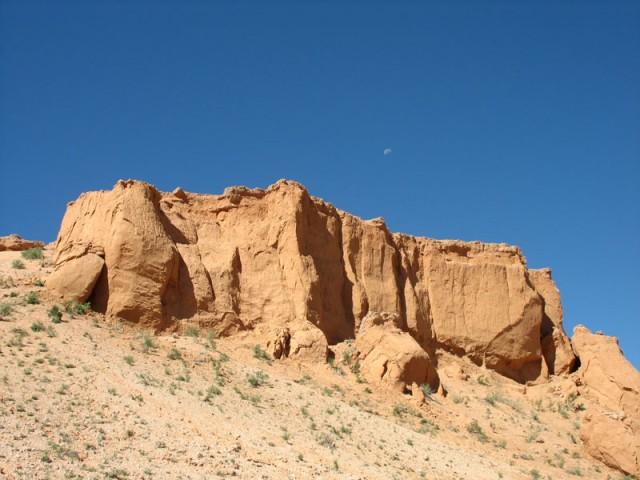 Монголия: Пустыня Гоби: Баянзаг - место, где нашли первых динозавров