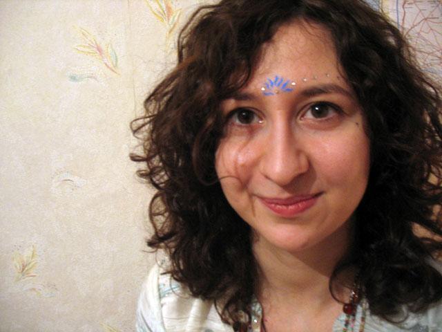 Вероника. Любит петь Харе Кришна и кушать кришнаитские сладости. В Индии еще не была. Но хочет... и будет!