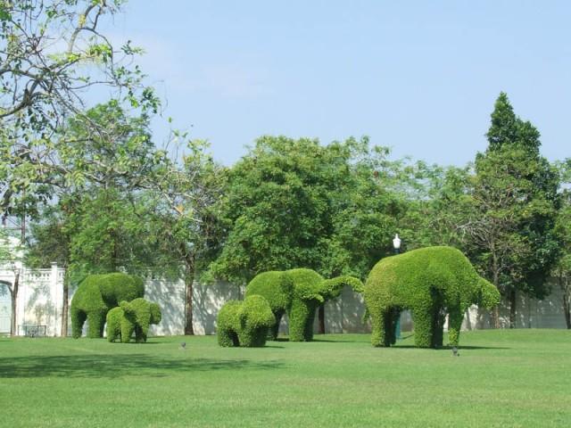 Забудьте о розовых слонах! Банг Па Ин