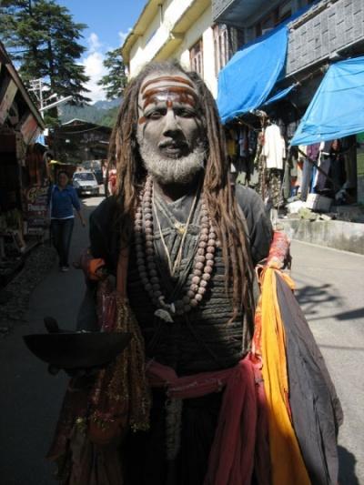Баба на улице МакЛеода - привет настоящая Индия!