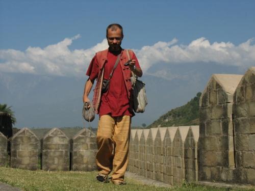 Внутри крепости в Кангре