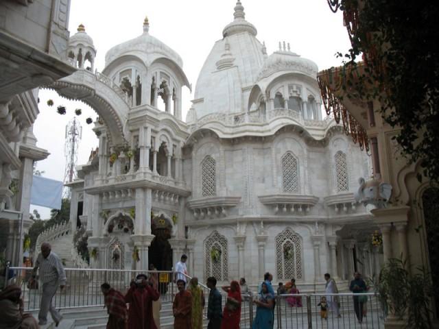 Снаружи Храма Кришна-Баларама