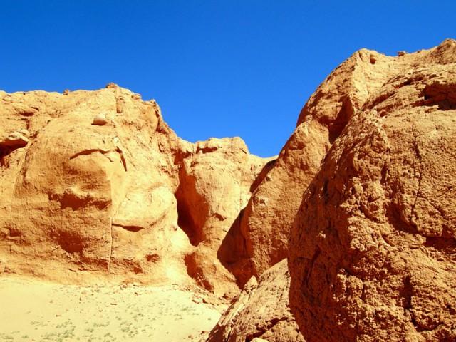 Рассматривая эти скалы, можно увидеть странные образы