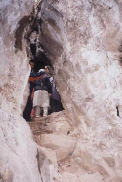 Вход в одну из пещер гуру Падмасамбхавы близ Катманду.