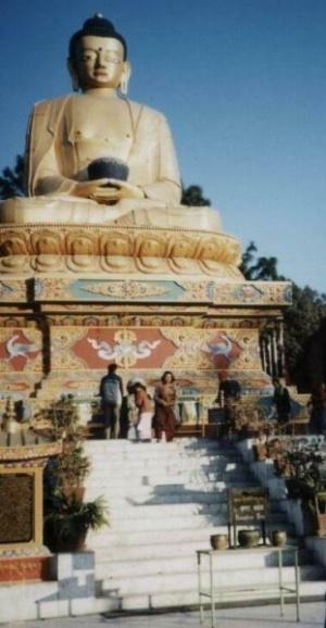 Большая статуя Будды в Катманду.