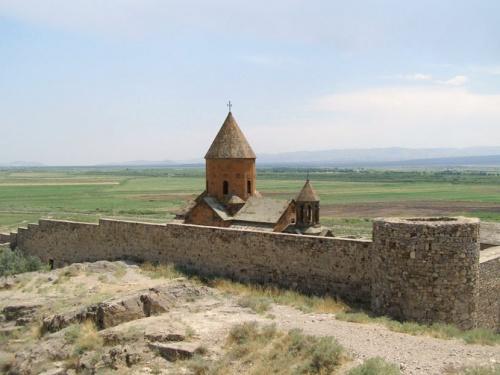 Похож на европейские замки