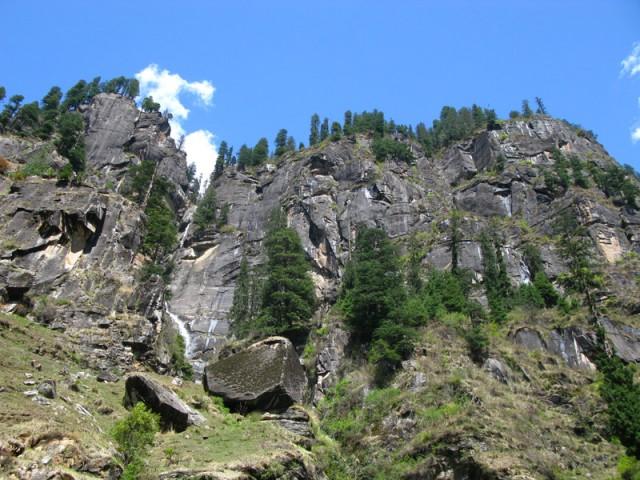 Скалы в окрестностях Васишта