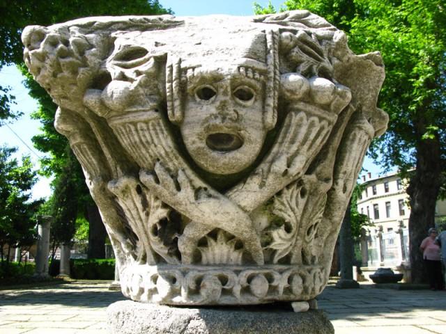 Капитель византийской или римской колонны ок. Айя-Софии