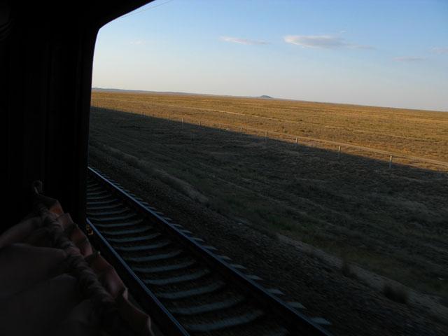 Степь в окне паровоза