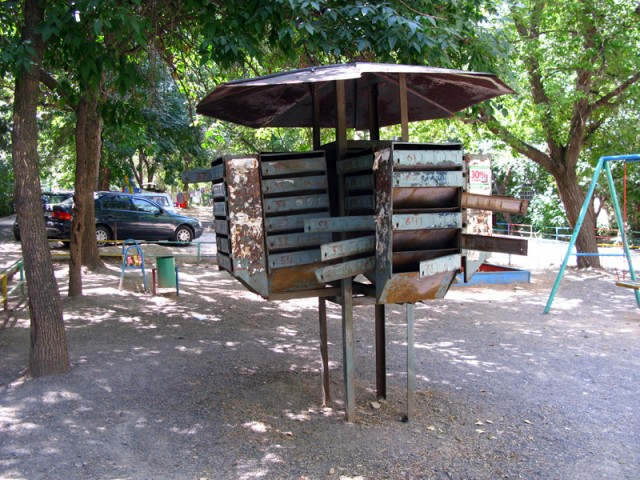 Почтовый ящик в алмаатинском дворике