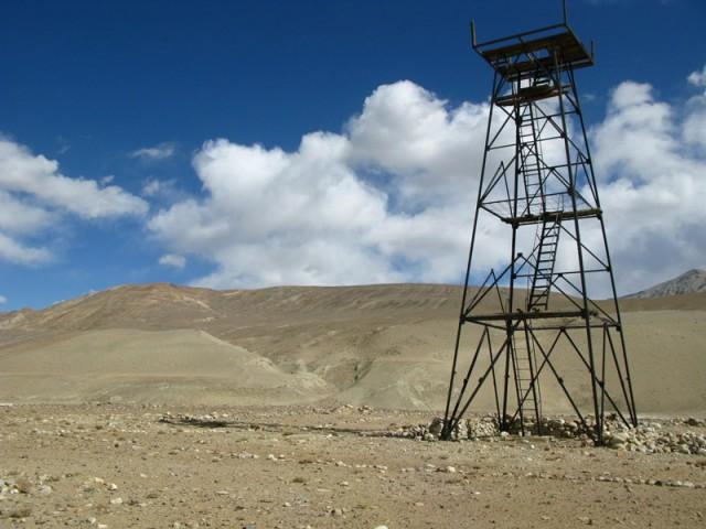 Пограничная вышка на реке Памир