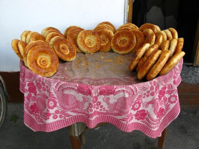 Воскресный базар в Маргелане, Узбекистан