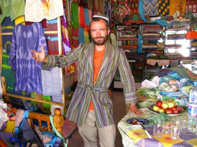 Я в узбекском кафтане )))