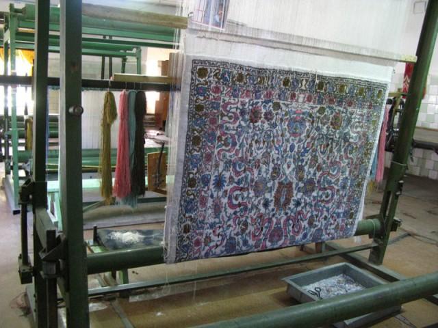 Так ткут ковры из шелка