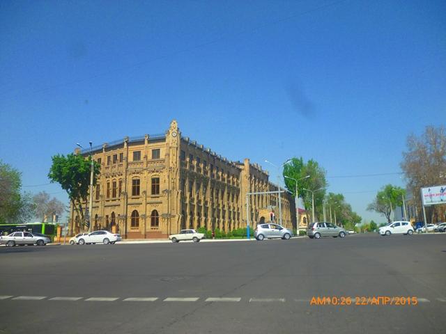 Вестминстерский университет в Ташкенте. Контрактное обучение стоит ок.5000-6000 долларов.
