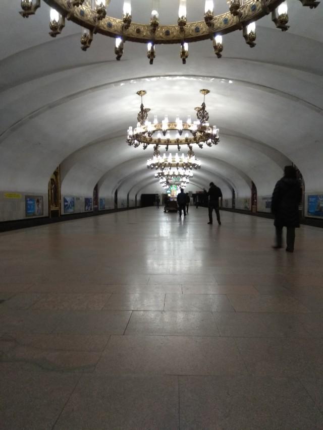 """Ст. метро """"Чиланзар""""."""