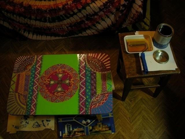 тот столик,которому ножки отпилили))