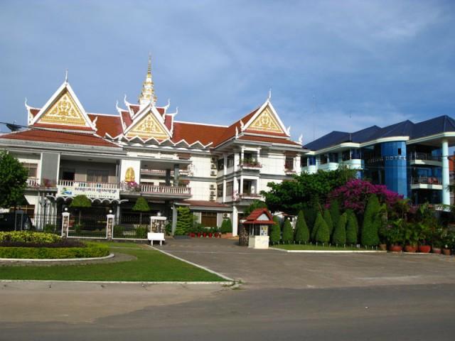 Отельчик в современном кхмерском стиле...