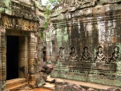 Сцена с аскетами. Храм Преа Кан