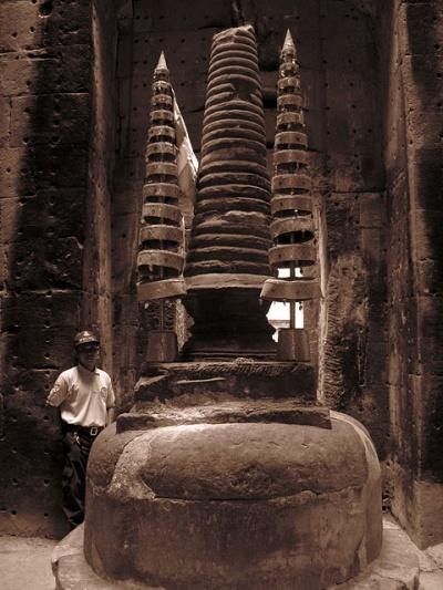 Ступа в центральном святилище храма Преа Кан