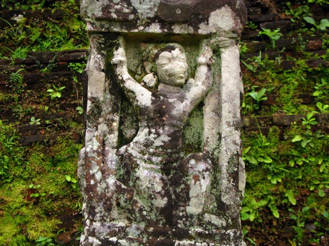 Рельефы и скульптуры в Ме Сон