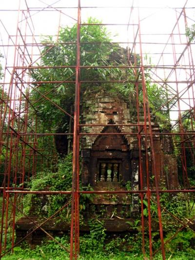 Храм в клетке. Чтоб не развалился
