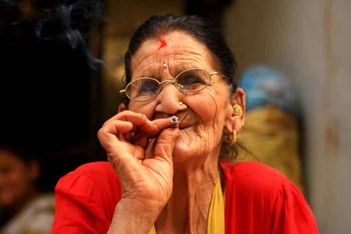 Пожилые курящие видео