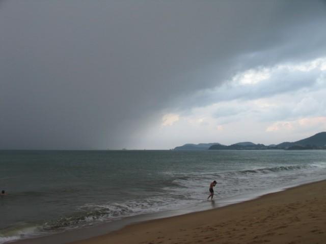 Небольшой дождь на 15 минут (дождливый же сезон)