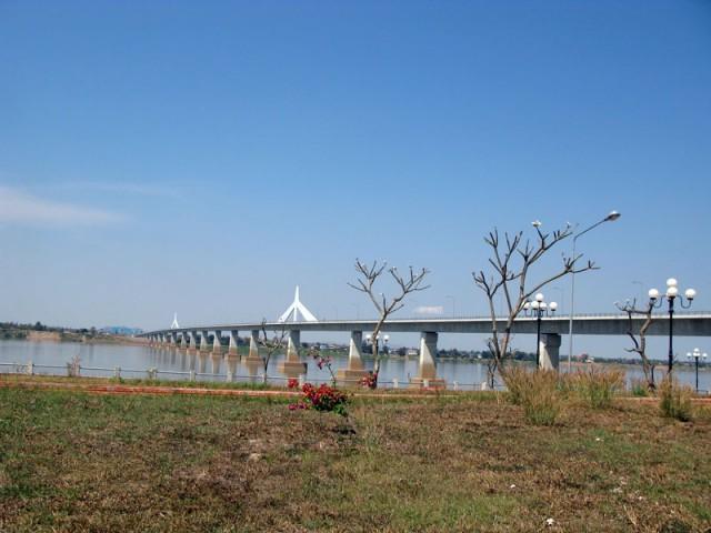 Лаосско-тайский Мост дружбы через Меконг