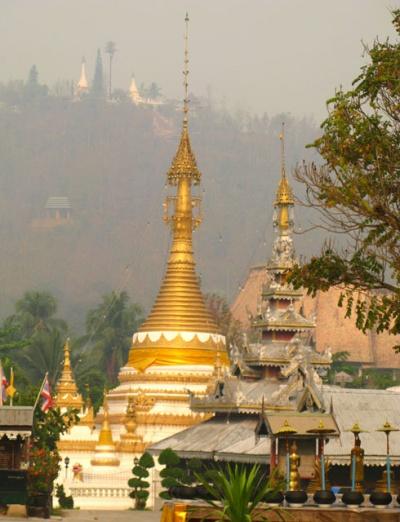 Над городом на горе тоже есть монастырь
