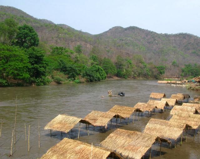 Река Ме Чаем разлилась и затопила все пикниковые места