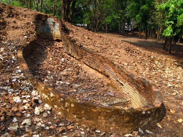 Развалины печи для обжига керамики в Си Сатчаналай