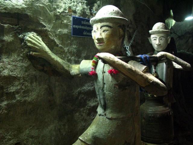 Цементные пионеры в пещере
