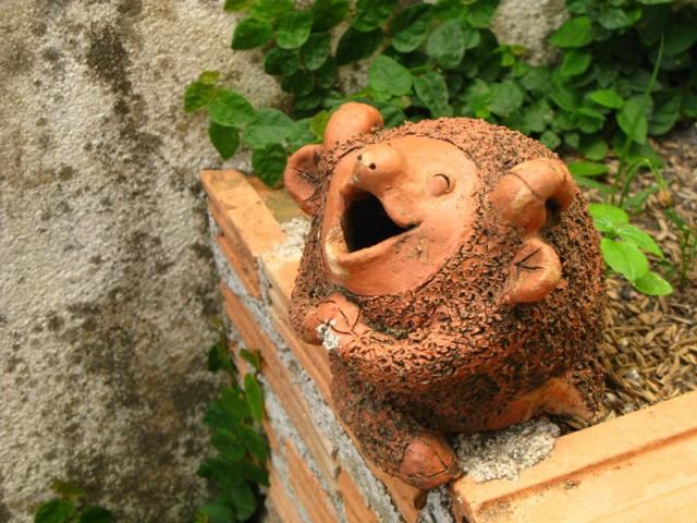 В Тае очень любят садовую керамику в виде благообразных барашков и слоников