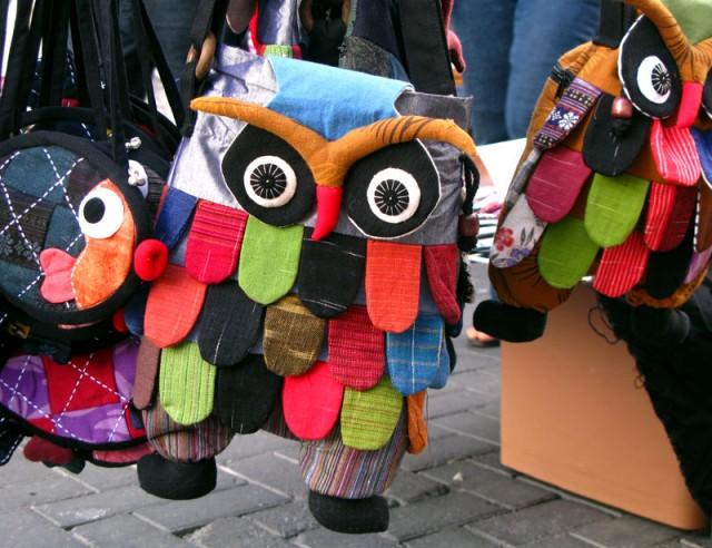 Такие креативные сумки продают на воскресном базаре