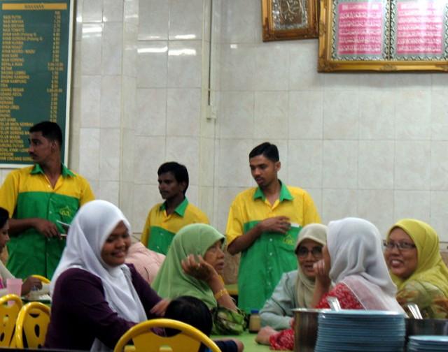 Мусульманки собрались поужинать