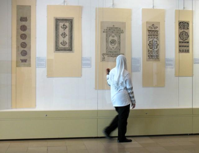 В Музее исламского искусства. Проходим секцию каллиграфии