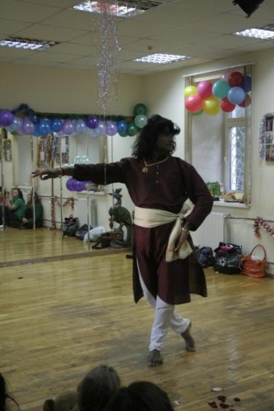 Guru puja. Танцует Pravin Gangani