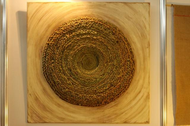 не знаю названия, круг из травы. Автор - Полина Школьникова.