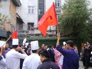 демонстрация при отеле