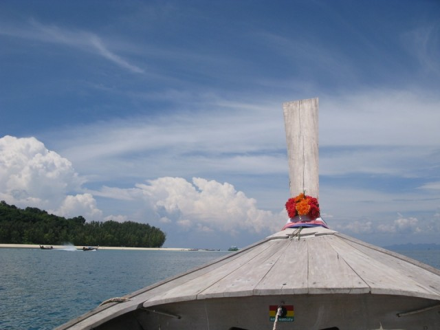 Снова лодка
