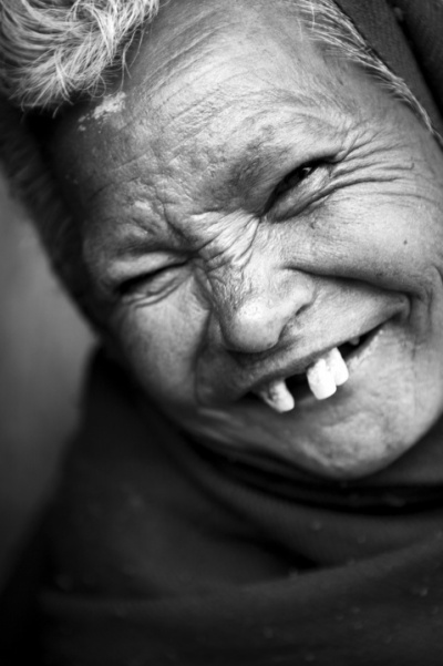 """Непал. Катманду. Дом престарелых. Из серии: """"Души."""" """"О вере и надежде.""""  2009 г."""
