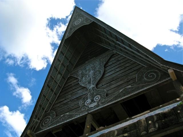 Резьба и роспись на традиционных домах, озеро Тоба
