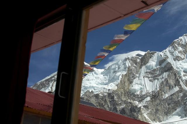 Вид из нашего окна на Эверест